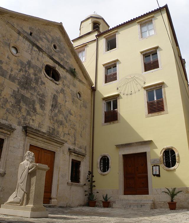 Benediktinke sv. Ivana Krstitelja i Antuna opata – Hvar