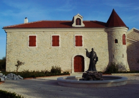 Opatica samostana (6)