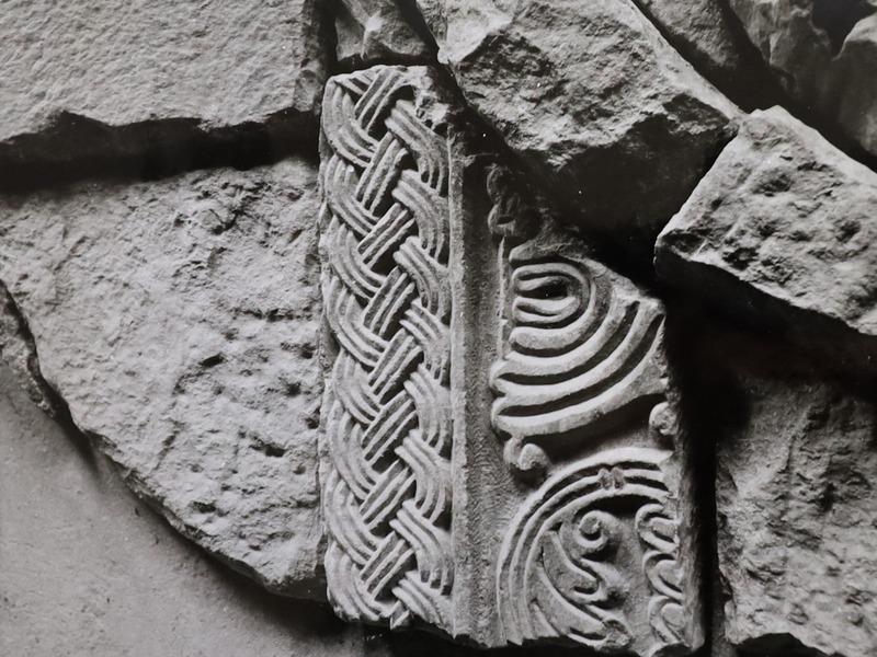 Spoliji predromaničkih osobina na Vekeneginoj grobnici
